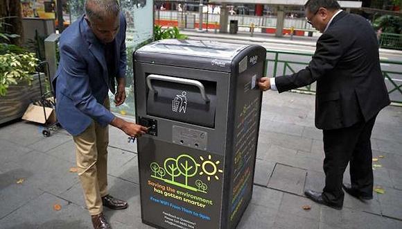 新加坡的太阳能垃圾桶也可以连WiFi 发广告了